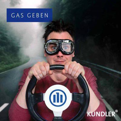 Endspurt - Bis zum 30. November die alte Kfz-Versicherung kündigen und im neuen Jahr günstiger Gas geben
