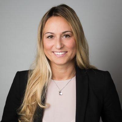 Janine Lucht – Kauffrau für Versicherungen und Finanzen (IHK)