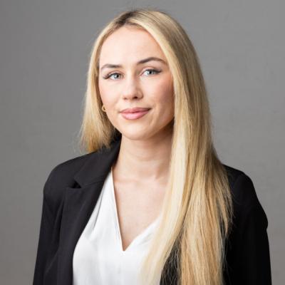 Julia Muhs – Kauffrau für Versicherungen und Finanzen (IHK)