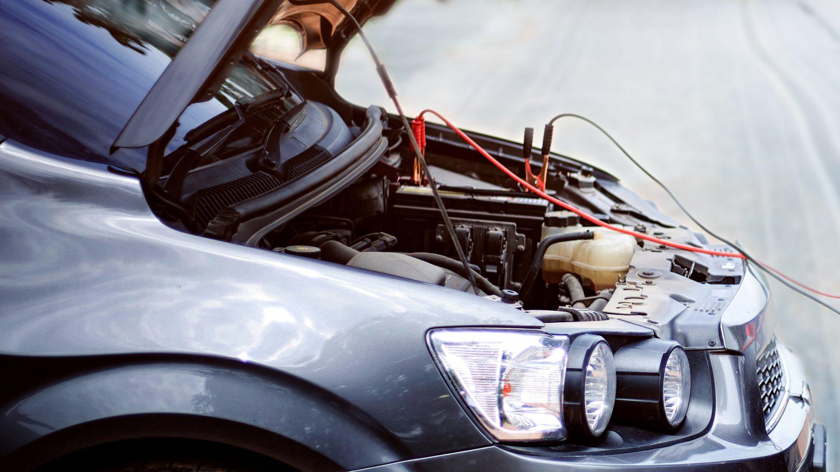 Auto überbrücken Anleitung - Wie gibt man richtig Starthilfe